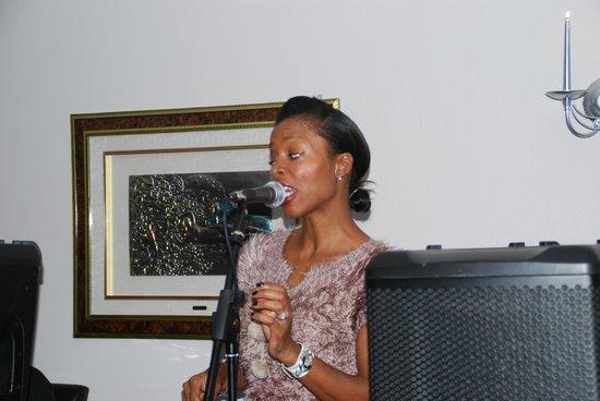 Undaal: Live singing
