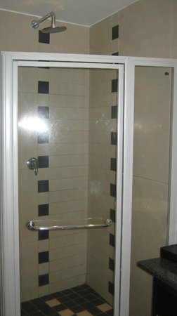 Four Points by Sheraton Arusha, The Arusha Hotel:                                     douche