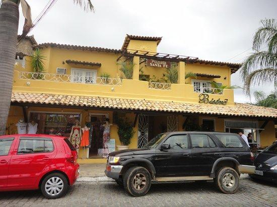 Pousada Santa Fé:                   Frente del hotel desde la plaza