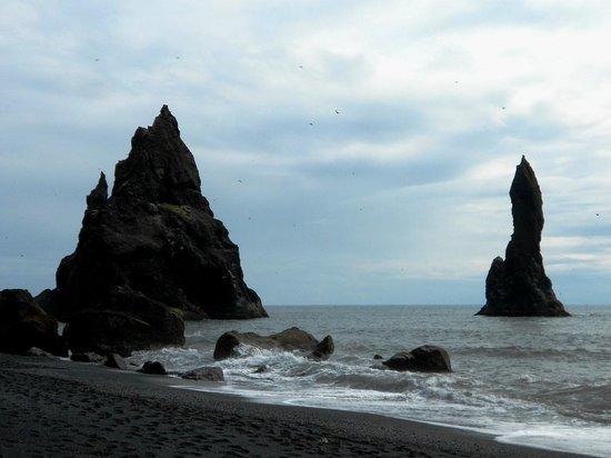 Black Sand Beach: Reynisdrangar