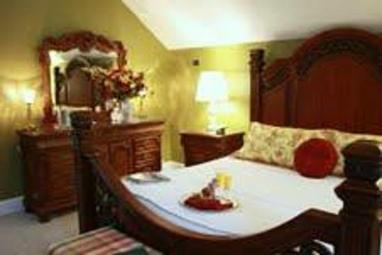 Red Rocker Inn: The grand Elizabeth's Attic provides third floor elegance and privacy