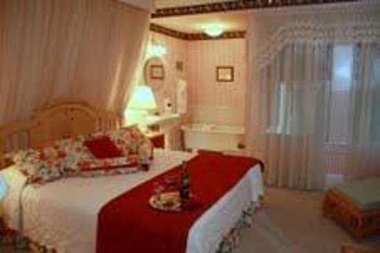 Red Rocker Inn: The charming Savannah Room is the original master bedroom of the house.