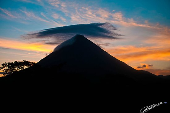 Lost Iguana Resort & Spa:                                     The  rooms give you the most spectacular view of the volcano