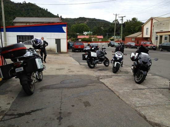 Moto Adventure Tasmania:                   Met some Bikers from home in Queenstown