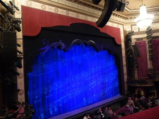 Imperial Theatre :                   of course the seats are tight...what do you expect?