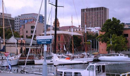แฮมป์เดน แอท แบตเตอรี พอยนท์: Hobart Docks