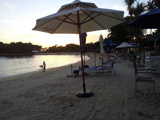 Bora Bora Beach Bar - Palawan Beach :                   The beach in front of Bora Bora Beach Bar