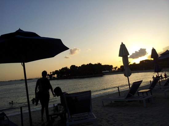 Bora Bora Beach Bar - Palawan Beach :                   Lovely sunset at Bora Bora Beach Bar