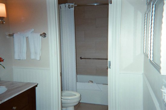 L'Auberge de Sedona: bathroom