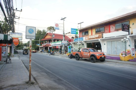 Chalala Samui Resort: Family mart & pharmacy at opposite of resort entrance