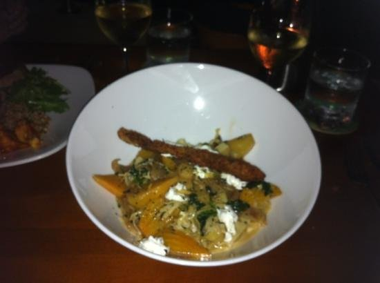 Grande Cru Restaurant and Wine Bar : pasta with grilled apples and beets