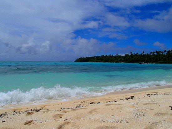 Matafonua Lodge:                   Beach