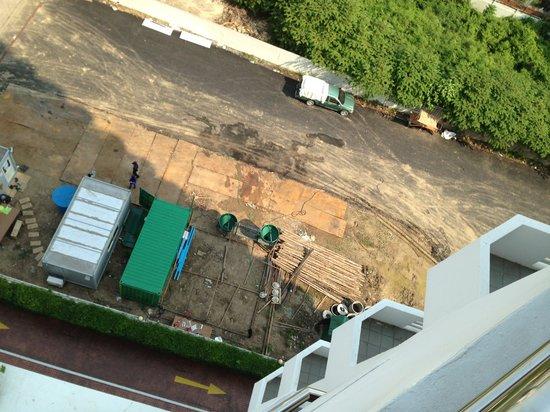 Centre Point Sukhumvit 10:                   Front of site looking down