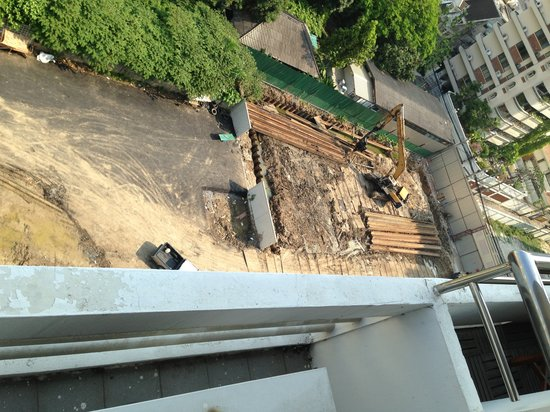 Centre Point Sukhumvit 10:                   Pic 2