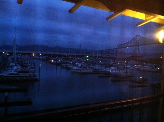 Astoria Riverwalk Inn: view from our room; early evening