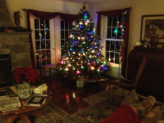 The Inn at Westwynd Farm: The family room at Christmas