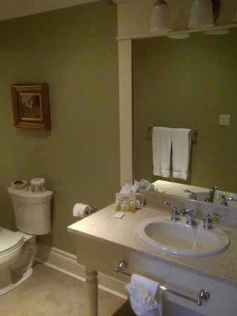 Riverbend Inn and Vineyard:                   Bathroom