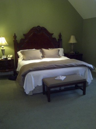 Riverbend Inn and Vineyard:                   King Bed