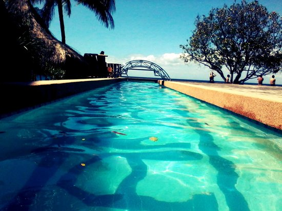 Tamaraw Beach Resort:                   The infinity pool