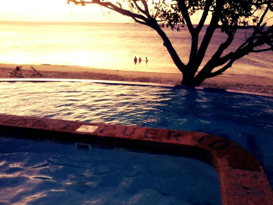 Tamaraw Beach Resort:                   The sunset