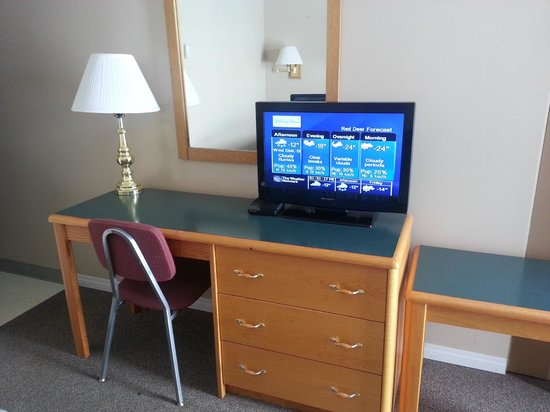 Siesta Motel: Work Desk and TV with Cable