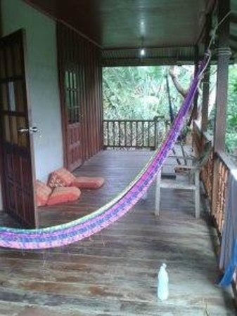 Khao Sok Smiley Bungalow:                   Balcony in Khao sok bungalow