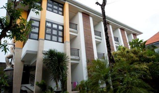 Sandat Hotel Legian : Hotel Exterior