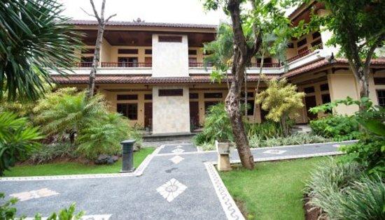 Sandat Hotel Legian : Hotel Grounds