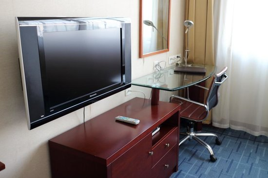 Nanqi Hotel :                                     Working desk with sufficient power sockets