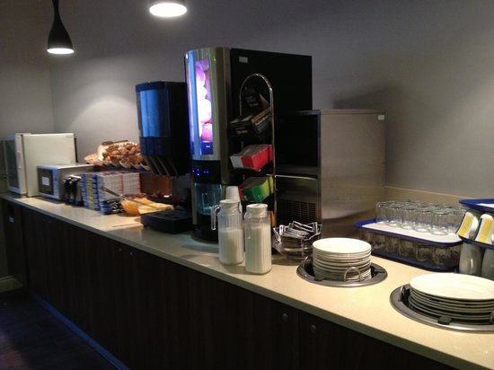 Comfort Inn London - Edgware Road:                   Breakfast Area 1