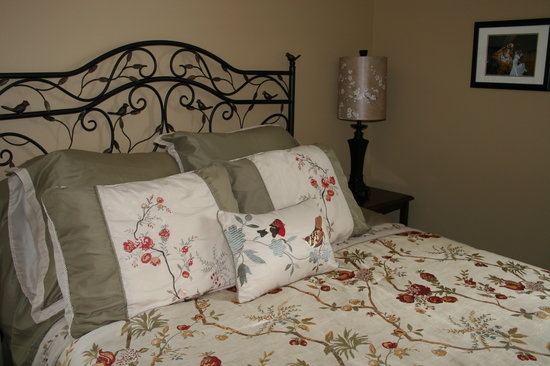 Springdale Inn: Our Robins Nest Room