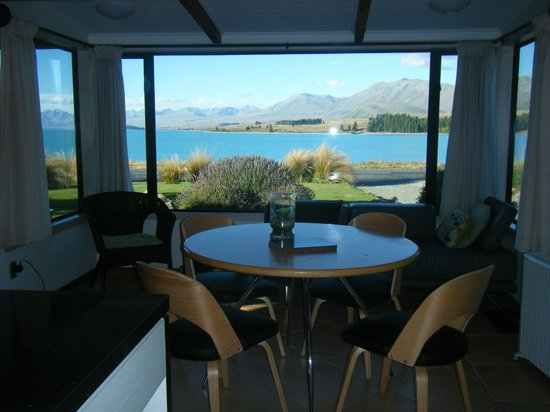 The Chalet Boutique Motel: View from inside The Cottage of Lake Tekapo