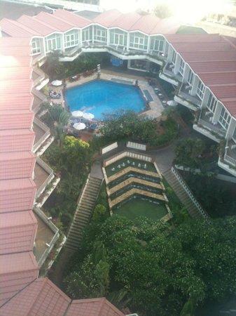 Dusit Thani Bangkok:                   Swimming Pool