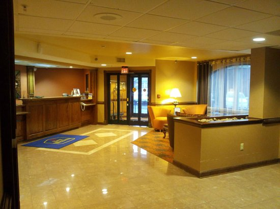 Best Western Plus Greensboro Airport Hotel: lobby