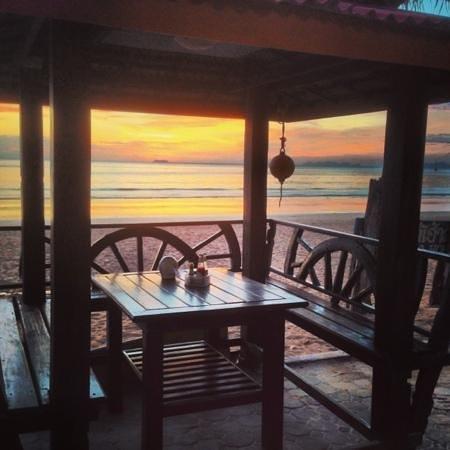 Lanta Sea House Resort:                   Seahouse restaurant
