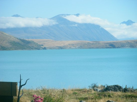 The Chalet Boutique Motel: View of Lake Tekapo from cottage