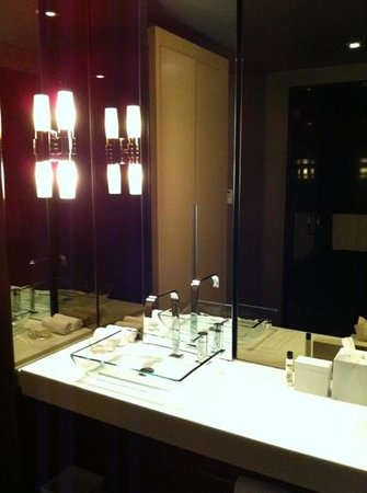 ‪‪Andaz Wall Street‬:                   Andaz Large King bathroom