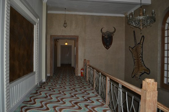The Gateway Hotel Ramgarh Lodge Jaipur: Corridor on the first floor, right outside the Historical Suite