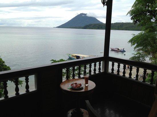 Bunaken Island Resort:                   balkon kamer 3