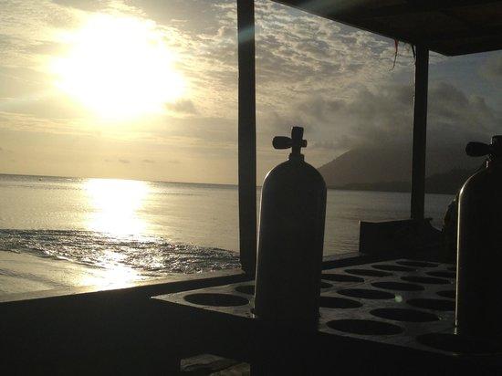 Bunaken Island Resort:                   terugkeer met zonsondergang..