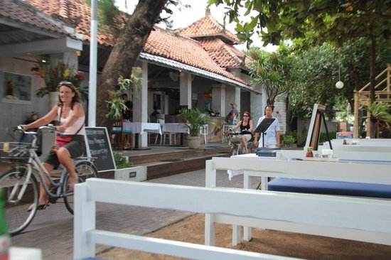 Sanur Paradise Plaza Suites: Beach club at Sand Restaurant - 1