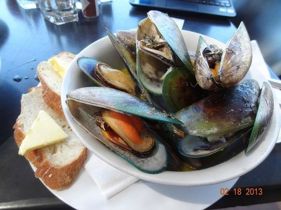 Slip Inn Cafe:                   Yummy steamed mussels in white wine and herbs