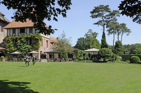 La Butte Aux Bois Hostellerie: Grounds
