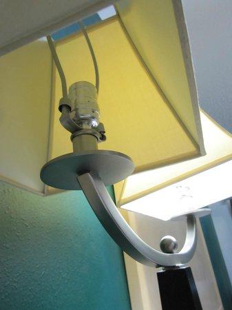 Empire Inn:                   missing light bulb