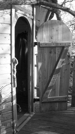 Manoir de l'Alleu :                                     Accès à la cabane