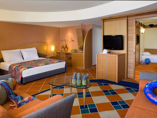 Dan Eilat: Family Room