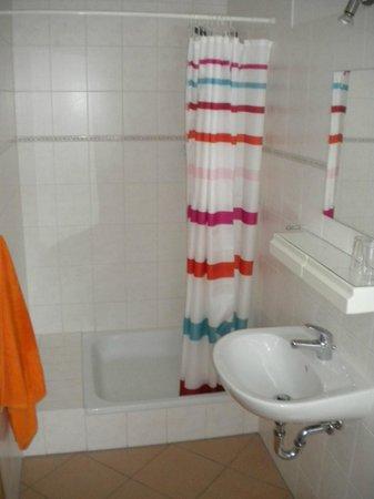 Ferienhaus Krusika:                   Bathroom