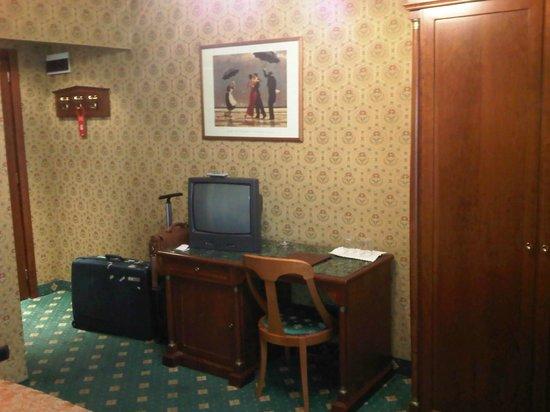 Grand Plaza Hotel:                   Desk/tv