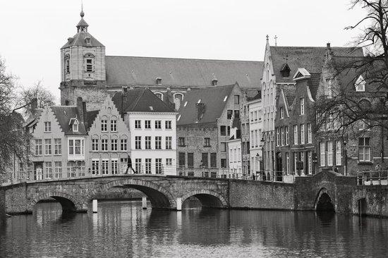 Hotel Ter Duinen:                   Le long du canal