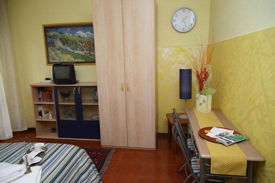Affittacamere A casa di Marcella : Camera Gialla